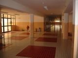 <h5>Escola Técnica de Santa Catarina</h5><p>Imagem da entrada e do corredor do edifício.</p>