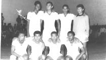 <h5>Seleção de Andebol do Liceu 1969</h5><p>Foto feita no ginásio do Liceu da Praia -Plateau.</p>