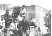 <h5>No Liceu da Praia</h5><p>Entres os presentes alguns camaradas como Júlio Mascarenhas (falecido), João Fonseca e Manuel Monteiro.</p>