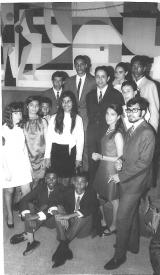 <h5>Festa de Finalista 1970</h5><p>Presentes, o Reitor Castilho Borges, entre os organizadores da Festa de Finalista 1970.  O reitor e o conselho de professores enfrentaram momentos de tensão entre o nosso grupo nacionalista e os seguidistas da fascista Mocidade Portuguesa. </p>
