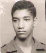 <h5>Pedro aos 17 anos</h5><p>Com 17 anos já era militante do PAIGC na luta clandestina para a Independência Nacional de Cabo Verde.</p>