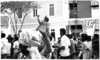 <h5>Chegada de ex-Presos Políticos de Angola.</h5><p>Milhares de caboverdianos receberam em apoteose os Presos Políticos caboverdianos que se encontravam nos Campos de Concentracão em Angola. Euclides Fontes em destaque. </p>