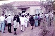 """<h5>A """"Casa Amílcar Cabral"""" em Sta. Catarina </h5><p>No dia da em que o Governo de Cabo Verde promolgou a decisão de preservar a """"Casa Amílcar Cabral"""" em Sta. Catarina como munumento histórico . Coincidentemente, foi nessa casa que nasci. Elisa minha mãe Elisa no primeiro plano, nessa comomoração.</p>"""