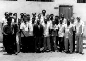 <h5>Ex-Presos políticos à frente da Cela n0 3 </h5><p>No C.C. de Tarrafal, no dia em que foi criada a Associação dos ex- Presos Políticos Caboverdianos. Pedro Martins foi eleito como seu Presidente. Também nesta foto estão alguns militantes do PAIGC que não foram presos políticos.</p>