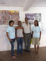 <h5>Exposição em Mindelo sobre a Luta de Libertação</h5><p>Jovens estudantes que apoiaram a exposição sob a coordenação da Dora Fonseca.</p>