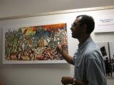 """<h5>Exposição no Arquivo-2</h5><p>Pedro Martins explicando o significado da pintura de sua autoria intitulada """"Dia Grandi di Indipendensia"""".</p>"""