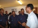 <h5>Exposição no Arquivo-3</h5><p>Elementos da Polícia Nacional assistindo a exposição sobre a Luta de Libertação no Arquivo Histórico da Praia.</p>