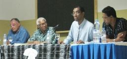 <h5>Conferência de Imprensa-2</h5><p>Conferência de Imprensa em Assomada sobre o livro Testemunhos de Um Combatente. Mário Fonseca, falecido em 2009, Jaime Schofield e Daniel Spínola e Pedro Martins na mesa de apresentação.</p>