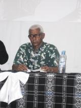 <h5>Conferência de Imprensa-1</h5><p>Mário Fonseca, falecido em 2009, numa conferência em Assomada sobre o livro Testemunhos de Um Combatente.</p>