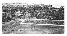 <h5>Fotografia de Taiti-Centro</h5><p>Fotografia feita no perímetro  norte do cimitério da Praia que mostra a vegetação frondosa existente na parte central do Taiti hoje destruída perante a passividade das camaras municipais após a independencia de Cabo Verde.</p>