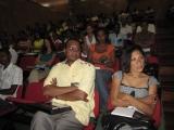 <h5>Oposição à proposta de ocupação do Parque Verde de Taiti-2</h5><p>Imagem da assistência nessa conferência onde se distingue Dr. Aristides Lima, Presidente da Assembleia Nacional.</p>