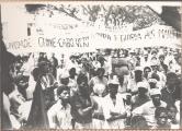 <h5>Comício Político em Assomada</h5><p>Público presente na Praça de Assomada, assistindo o primeiro comício político na história de Santa Catarina.</p>