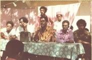 <h5>Campanha Política no ilha do Fogo</h5><p>Campanha Política em S. Jorge, na ilha do Fogo. Pedro Martins, ladeado por um padre Caboverdiano e Olímpio Ramos, enfermeiro.</p>
