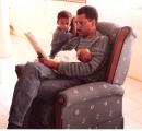 <h5>Pedro e os filhos, Kunta e Iany</h5><p>Iany no colo do pai e kunta ao lado apreciando os dois. </p>