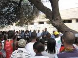 <p>Pedro Martins e visitantes na comemoração de aniversário do dia de Libertação dos Presos Políticos do Campo de Concentração do Tarrafal</p>