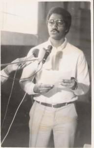 8-Pedro Martins discursando em nome dos ex-Presos Políticos antes da Constituição da ACEP em 1984